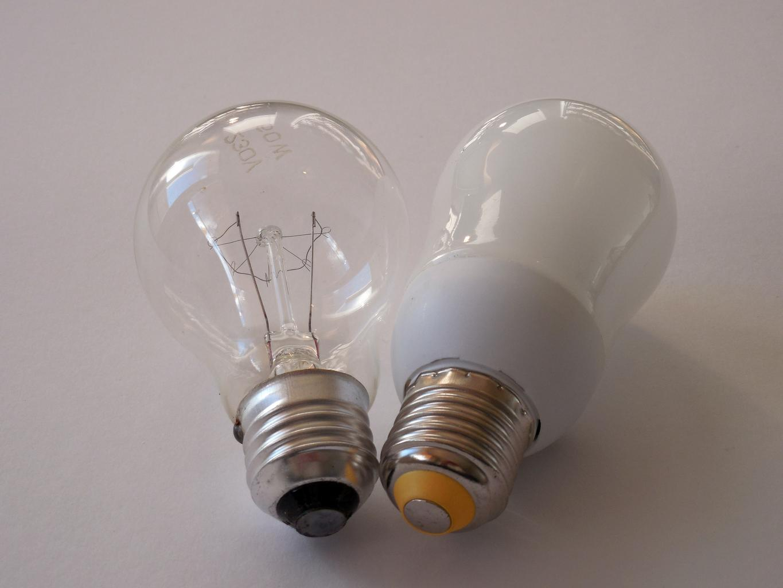 dve žiarovky
