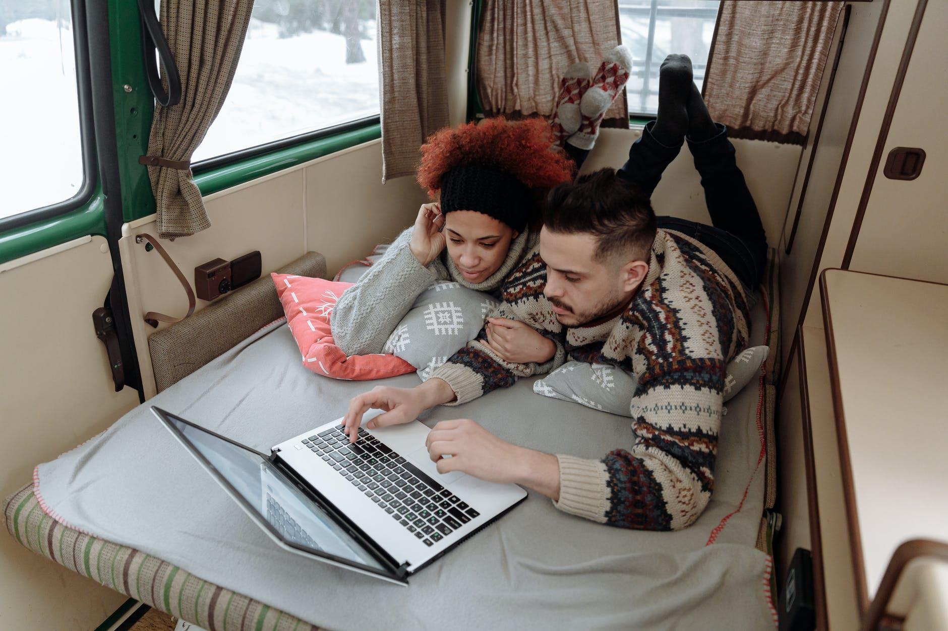 pár v mobilnom dom