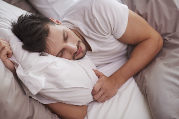 tired-man-resting-bed_329181-3405
